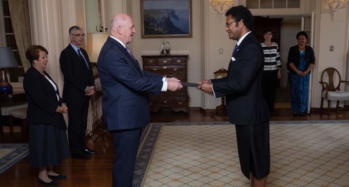 Daunivalu Presents Credentials To Aust Governor General