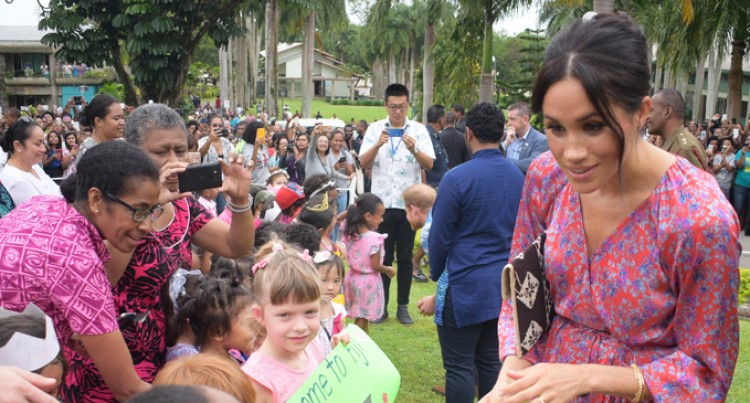 Prince Harry And Meghan In Fiji: I Want To Be A Princess, Says Bright Little One
