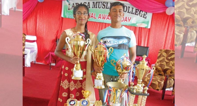 Deepshek, Monisha Share Dux Award
