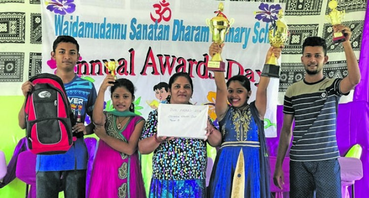 Shania Becomes Second In Family To Win Dux Prize