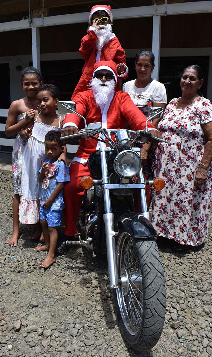 Santa Claus with his family (son on bike) Shanav Chand, wife Rohini Rita, mother Daya Watii and friend (Mere Tubuya, Esther Time and Nathan Time at Tuatua in Labasa on december 23rd, 2018.   Photo: MShratika Naidu