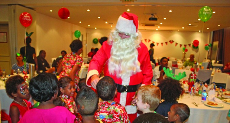 WOWS Kids Get Holiday Inn Treats