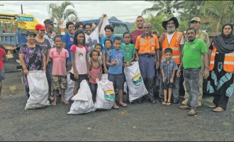 Community Members Bond During Clean-Up Drive