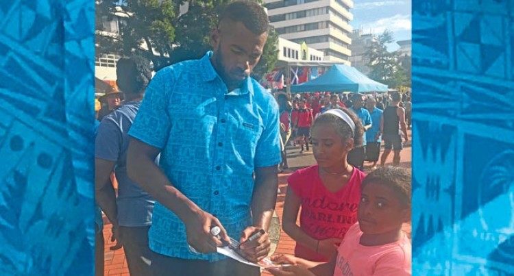 Young Fijian Fans Meet Their Stars
