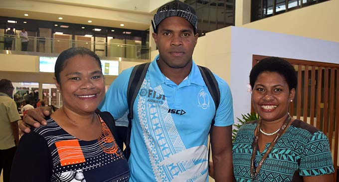 Fiji Airways 7s forward Josua Vakurinabili with fans at Nadi International Airport on March 13, 2019. Photo: Waisea Nasokia