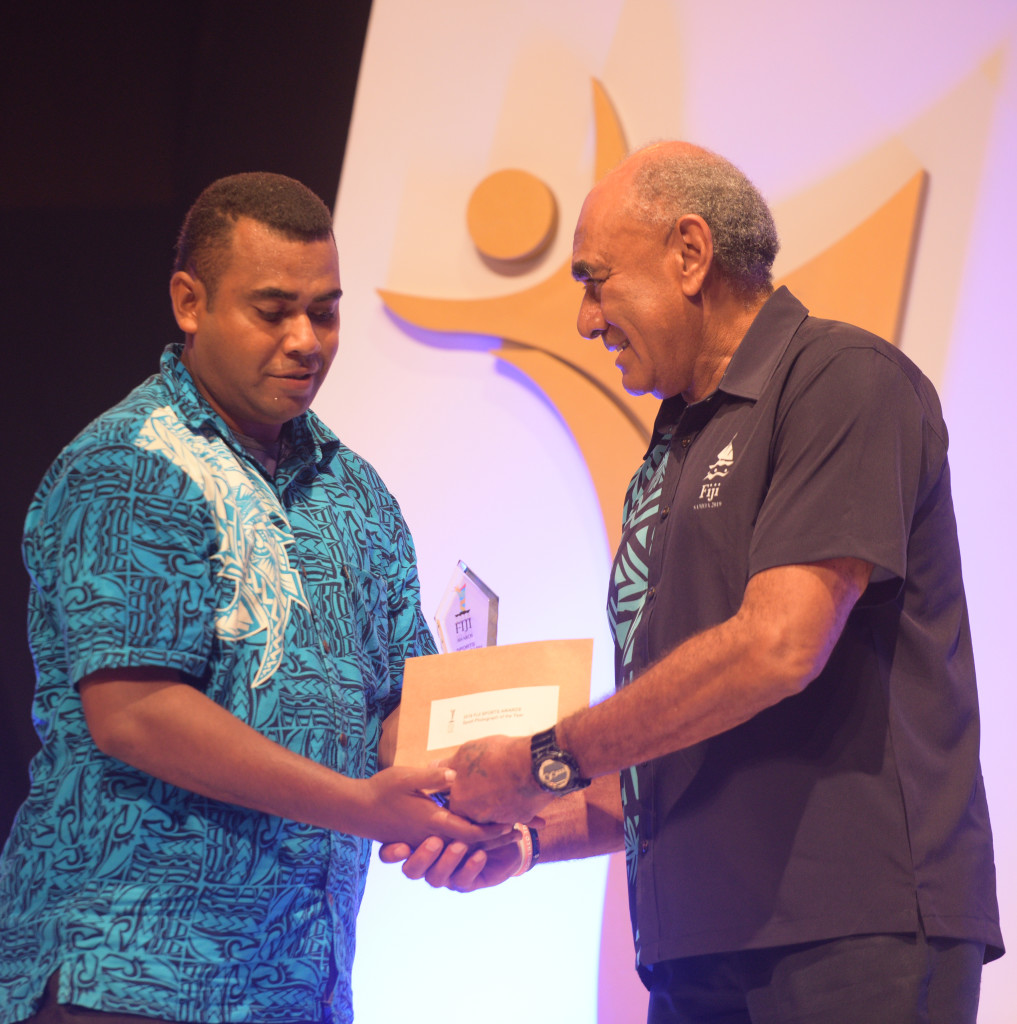 Jonacani Lalakobau received his Sports Photograph of the Year award from Joe Rodan during 2018 Fiji Sports Awards at FMF Gymnasium on March 01, 2019. Photo: Ronald Kumar.