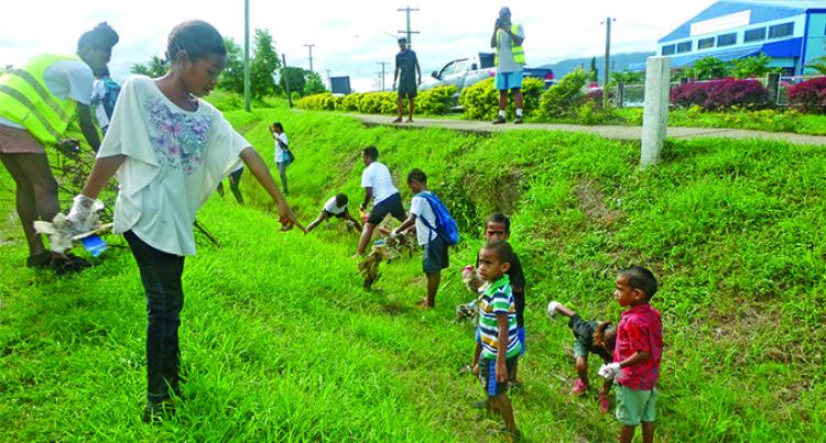 Children Help Big Cleanup Along Lovu Road, Lautoka