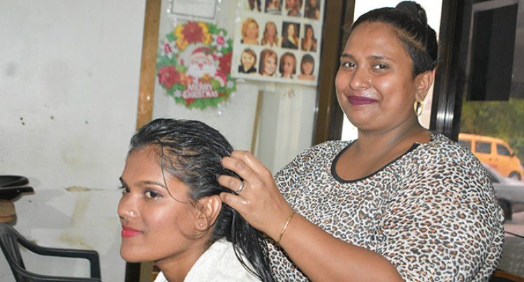 A Labasa Beautician Awarded Hewson Award Best Female Entreprenuer
