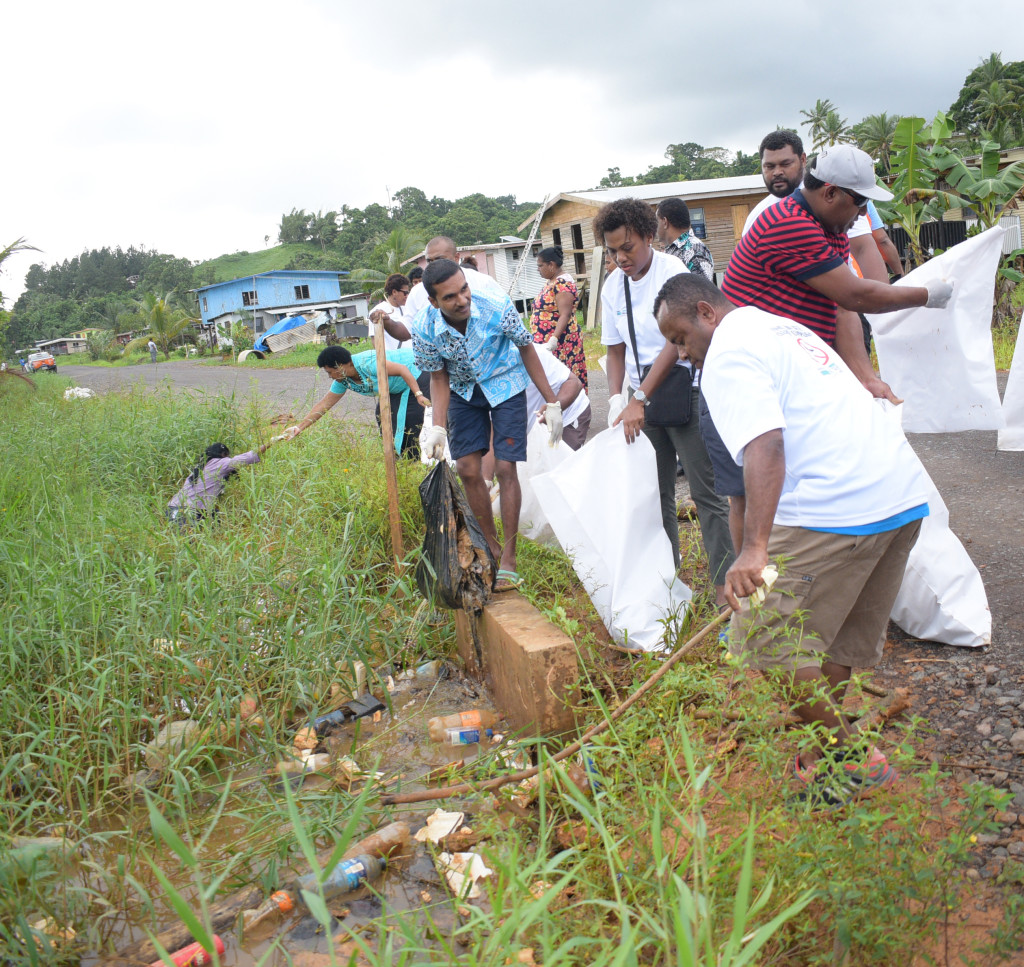 Waidamudamu residents during cleaning up campaign on April 20, 2019. Photo: Ronald Kumar.