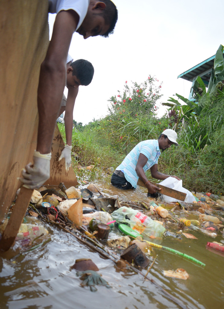 Waidamudamu settlement residents during cleaning up campaign on April 20, 2019. Photo: Ronald Kumar.