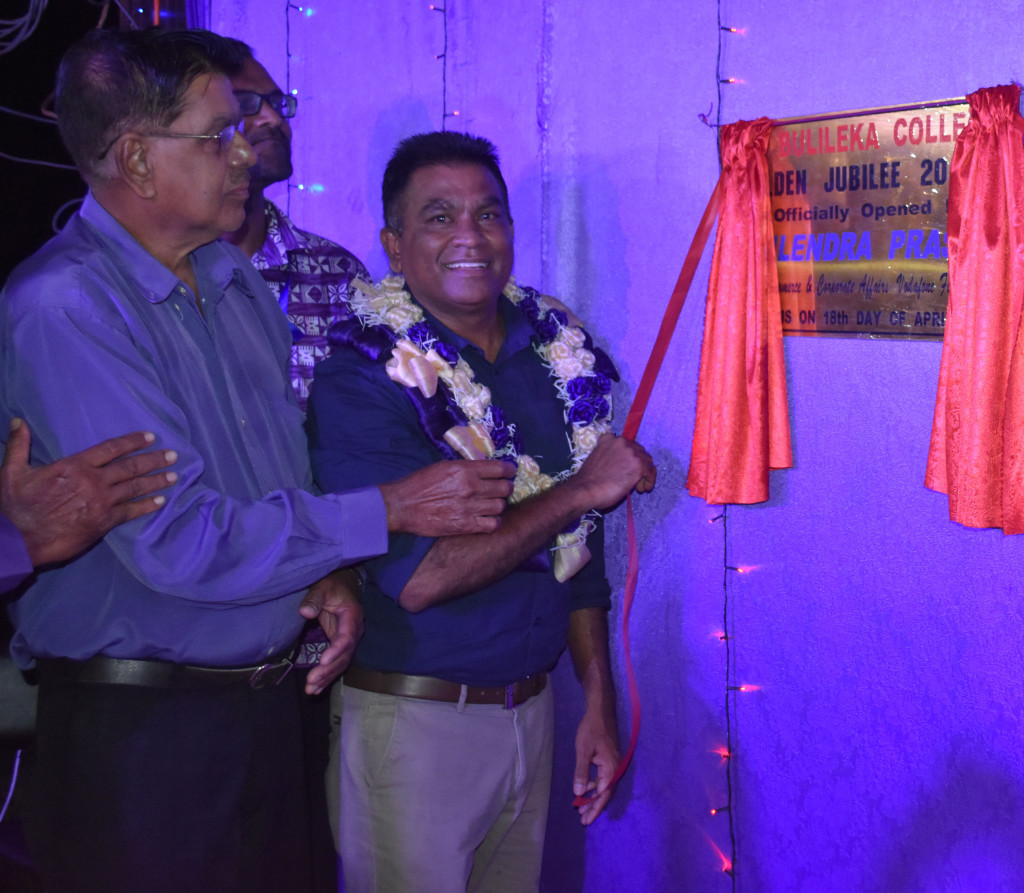 Vodafone Fiji Limited Head of eCommerce and Corporate Affairs Shailendra Prasad unveil the plaque during the Bulileka Sanatan College golden jubilee celebration accompanied by management unveil the plaque in Labasa on April 18, 2019.  Photo:Shratika Naidu