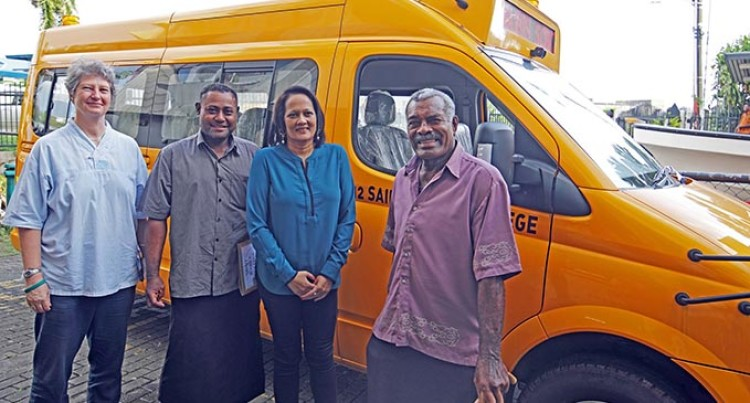 Akbar Hands Over Transport Assistance To Rural, Maritime Schools
