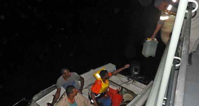 The RFNS Kikau reach the distressed sailors. Photo: FMSRCC