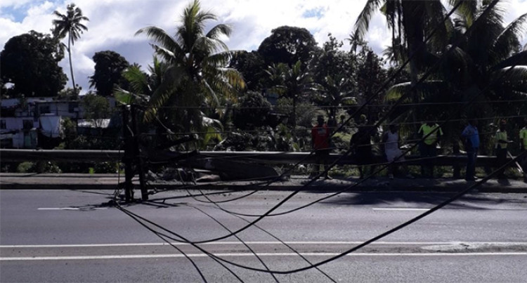 Stay Clear From Ratu Mara Road, Fallen EFL Pole Blocks Road
