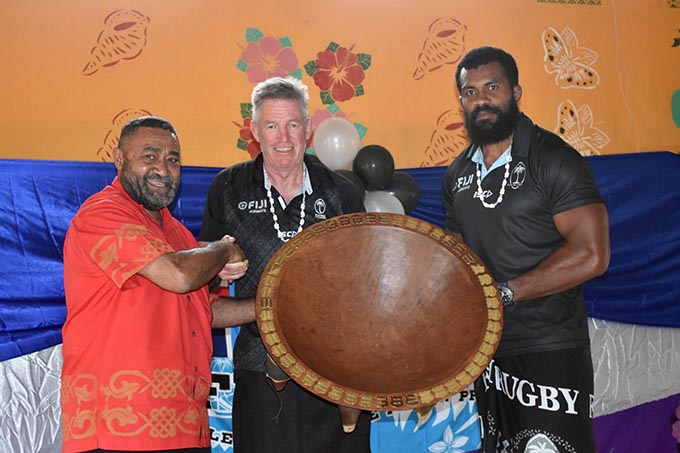 Tui Namosi Ratu Suliano Matanitobua (left)  presents a tanoa to Fiji Airways Flying Fijians head coach John McKee and captain Dominiko Waqaniburotu at Namuamua, Namosi on August 21, 2019. Photo: FRU Media