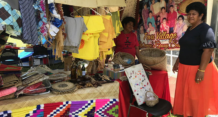 Handicrafts Brighten Up Tourism Festival