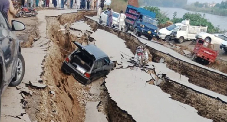 20 Dead, 300 Injured After Earthquake M5.6 Hits Kashmir