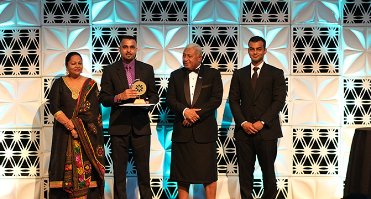 Singh Urge Businesses to Vie for the Excellence in Business Leadership Award to Be Recognised
