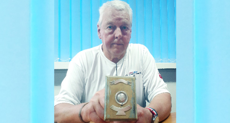 Gary Returns Dad's  Boxing Trophy After 75 years