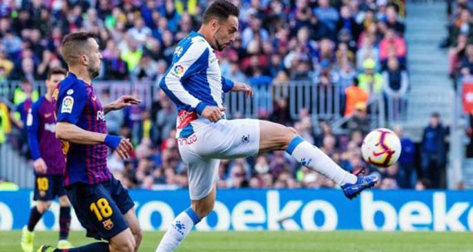 FC Barcelona's Jordi Alba (L) competes with Espanyol's Sergio Garcia during a Spanish league match between the two clubs in Barcelona, Spain, on March 30, 2019. FC Barcelona won 2-0. (Xinhua/Joan Gosa)
