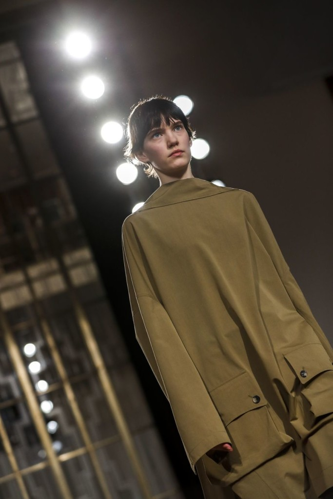 A model walks the runway at Petar Petrov catwalk show during the London Fashion Week at the Royal Institute of British Architects in London, Britain. (Xinhua/Han Yan)