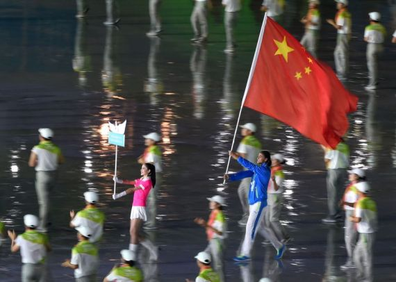 Athlete flagbearer (R) from China enters the stadium during the Athletes Parade at the opening ceremony for Nanjing 2014 Summer Youth Olympic Games in Nanjing, capital of east China's Jiangsu Province, Aug. 16, 2014. (Xinhua/Yan Yan)