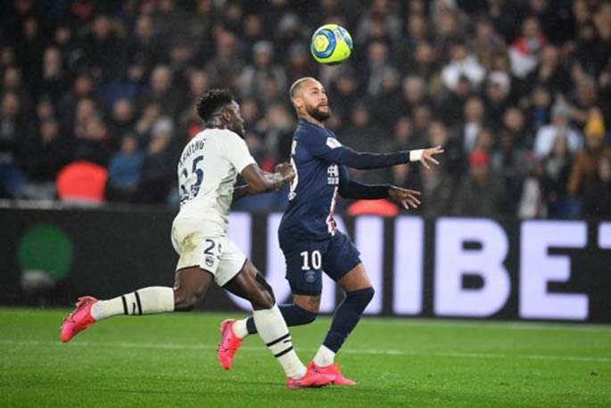 Neymar (R) of Paris Saint-Germain vies with Enock Kwateng of Bordeaux during the Ligue 1 football match between Paris Saint-Germain (PSG) and Bordeaux in Paris, France, Feb. 23, 2020. (Photo by Jack Chan/Xinhua)