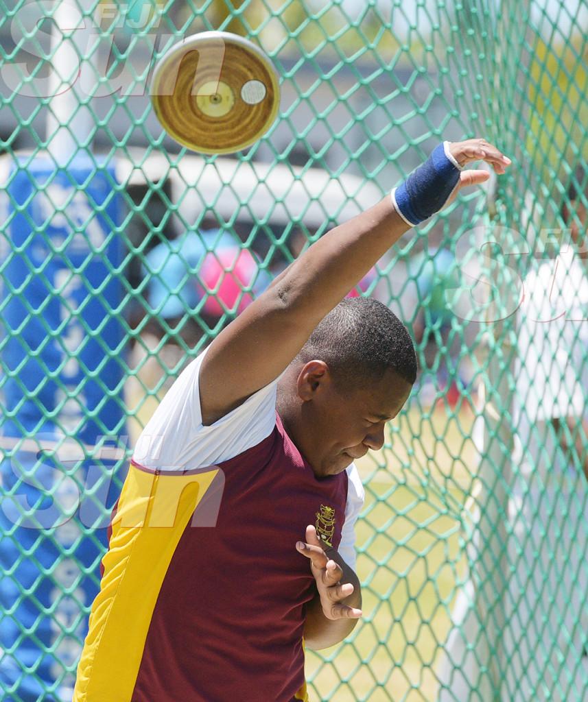 Faga Matalaba of Nabua Secondary during junior boys duscus throw event. Photo: Ronald Kumar.