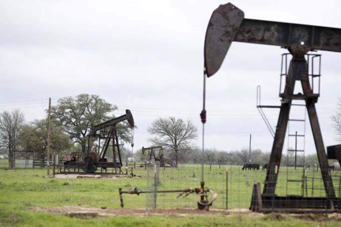 File photo taken on March 12, 2019 shows operating oil pumps in Luling of Texas, the United States. (Xinhua/Wang Ying)