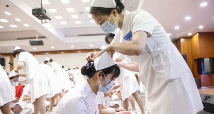 Newly recruited nurses attend a capping ceremony at Peking University People's Hospital in Beijing, capital of China, April 26, 2020. (Xinhua/Zhang Yuwei)