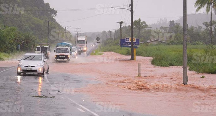 Floodwaters Stop Traffic At Muavuso, Waiqanake