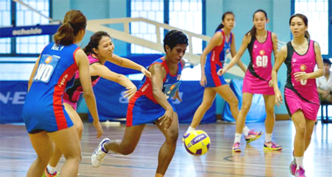 Magic Marlins international player Alesi Waqa (centre) in action. Photo: NETBALL SINGAPORE