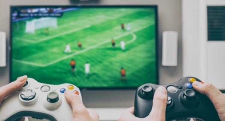 Nine Gamers Playing Inside An Internet Shop During Curfew Hours Front Magistrate