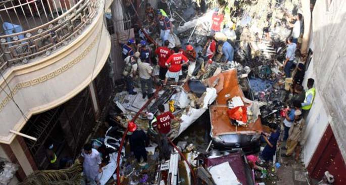 Rescuers work at the plane crash site in southern Pakistani port city of Karachi on May 22, 2020. (Xinhua/Stringer)