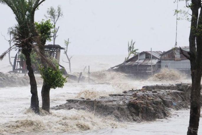 "Photo taken on May 20, 2020 shows the impact of Cyclone Amphan in the Bagerhat district, Bangladesh. Bangladesh on Wednesday raised its storm danger signal to the highest level of 10, as ""very severe"" Cyclone Amphan formed in the Bay of Bengal was heading towards its coastlines. (Str/Xinhua)"