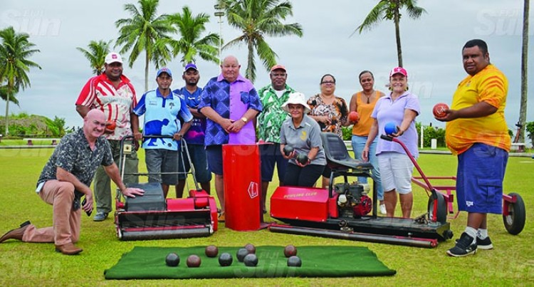 Bowling Club Get Machines For Greens Up-Keeping