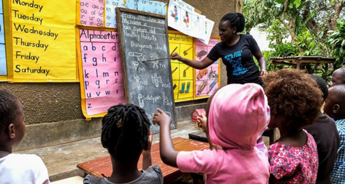 Kindergarten teacher Juliet Namanda teaches children at her home in Kampala, capital of Uganda, June 19, 2020. (Xinhua/Hajarah Nalwadda)