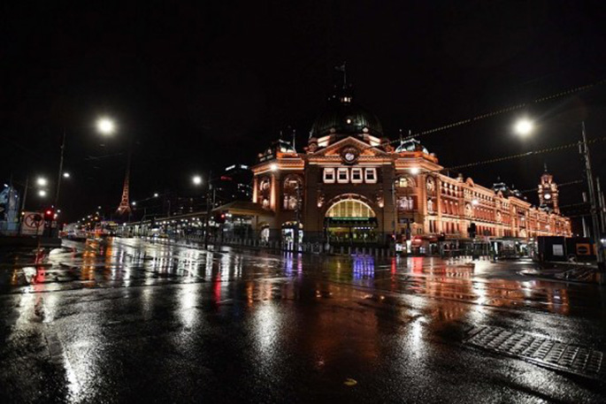 The iconic Flinders Street Station during a COVID-19 curfew in Melbourne, Australia, Aug. 3, 2020. (Photo by Bai Xue/Xinhua)