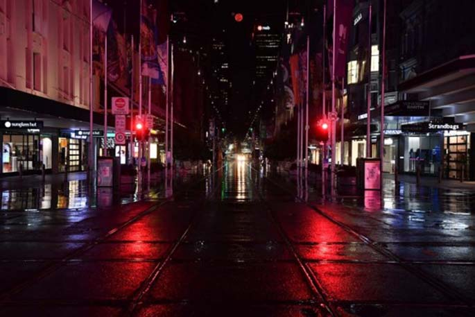 Photo taken on Aug. 3, 2020 shows a street during a COVID-19 curfew in Melbourne, Australia. (Photo by Bai Xue/Xinhua)