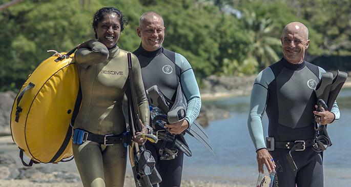 Savusavu's Liquidstate Freediving Manager Neelam Rattan with students