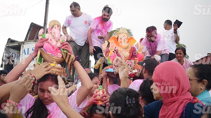 Hindu devotees from Laxmi Narayan Temple during the Ganpati Visarjan (final Lord Ganesh Utsav prayer ritual of farewell of Lord Ganesh idol) at Suva foreshore on September 1, 2020. Photo: Ronald Kumar.