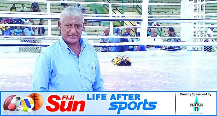 Mafi Shares Skills, Knowledge With Boxers