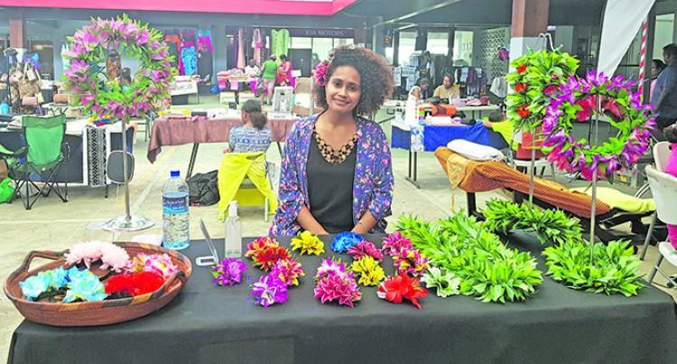 Market Day Draws In Crowds