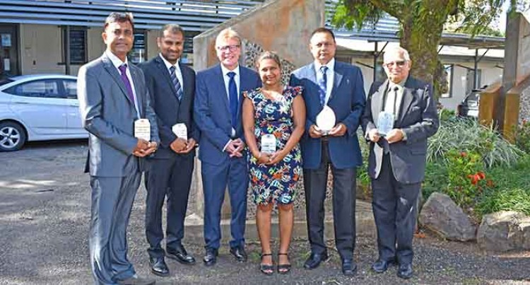 5 FNU Teachers Receive Excellence Awards