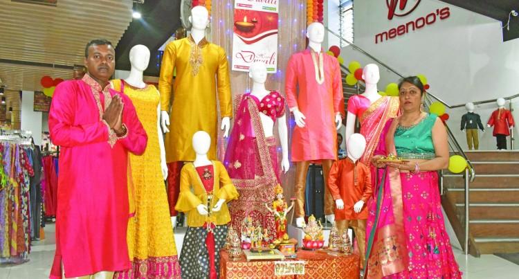 Customers Cash In On Meenoo's Fashion