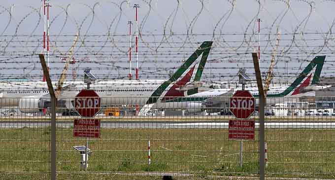 Photo taken on April 18, 2020 shows planes at Fiumicino airport in Rome, Italy. (Xinhua)