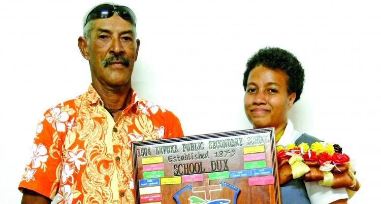 Dux Dedicates Award To Late Mum