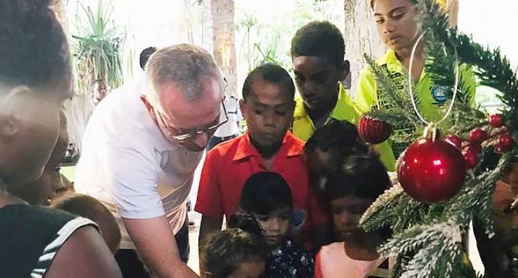 Let's Go Local: Christmas Tree Lights Up Warwick Fiji