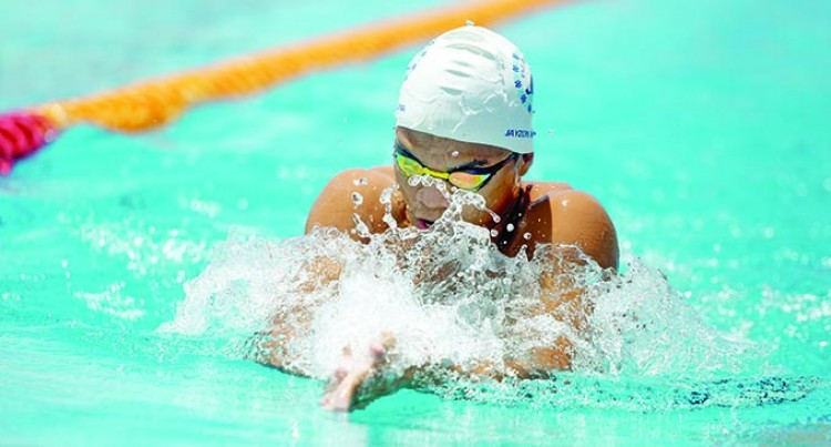 Swimmers Try To Qualify