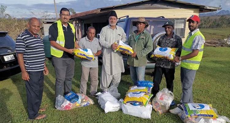 Ahmadiyya Youth Group Helps Cyclone-Hit Bua